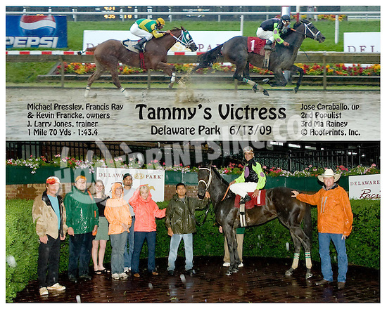 Tammy's Victress winning at Delaware Park on 6/13/09