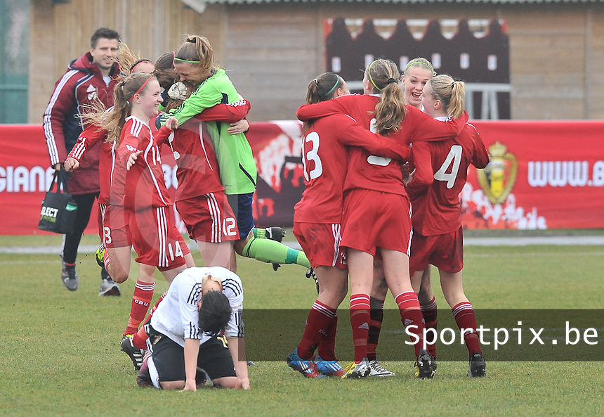 Denmark U17 - Germany U17 : contrast in vreugde bij Denemarken en ontgoocheling bij de Duitse Jasmin Sehan.foto Joke Vuylsteke / Vrouwenteam.be