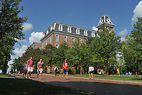NWA Democrat-Gazette/MICHAEL WOODS • @NWAMICHAELW<br /> University of Arkansas students wall across campus between classes Thursday September 10, 2015.  The University of Arkansas announced this years enrollment numbers to be 26,754, up nearly 2 percent from last year.