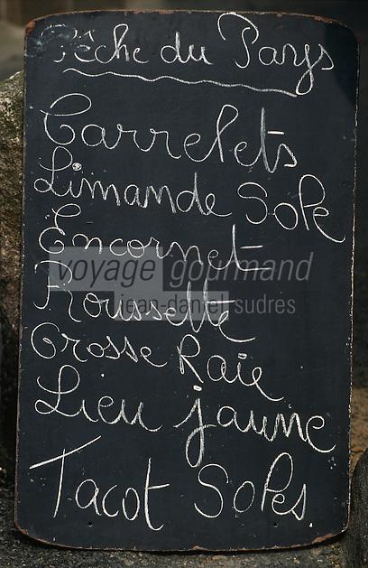 Europe/France/Bretagne/22/Côtes d'Armor/Treguier: Détail de l'ardoise d'un poissonnier sur le marché
