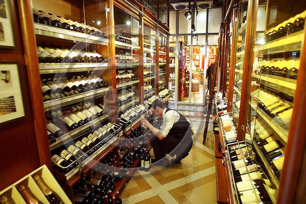 PARIS - FRANCE - 15 APRIL 2004--The wine department at the fine food shop Hediard at Place de la Madeleine.-- PHOTO: ERIK LUNTANG / EUP-IMAGES