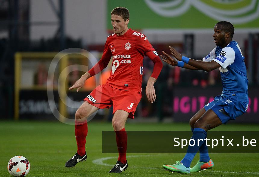 KV Kortrijk - Racing Genk : Nebojsa Pavlovic (l) aan de bal voor Khaleem Hyland (r)<br /> foto VDB / BART VANDENBROUCKE