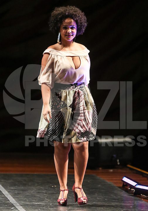 SAO PAULO, SP, 23 FEVEREIRO 2013 - FASHION WEEKEND PLUS SIZE - MARRI GATTÔ - Modelo desfila pela grife Marri Gattô durante o Fashion Weekend Plus Size - Outuno/Inverno 2013 no Auditório Simon Bolivar no Memorial da América Latina na regiao oeste de São Paulo neste sabado, 23. (FOTO: WILLIAM VOLCOV / BRAZIL PHOTO PRESS).