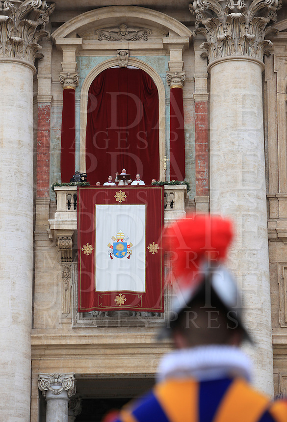 "Papa Francesco impartisce la Benedizione Urbi et Orbi in occasione del Natale, dalla loggia centrale della Basilica di San Pietro, Citta' del Vaticano, 25 dicembre 2013.<br /> Pope Francis delivers the ""Urbi et Orbi"" (""to the City and to the World)"" blessing on the occasion of the Christmas day from the central loggia of St. Peter's Basilica, Vatican, 25 December 2013.<br /> UPDATE IMAGES PRESS/Isabella Bonotto"