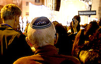 Un uomo indossa la kippah durante la marcia per il 70esimo anniversario del rastrellamento e della deportazione degli ebrei di Roma nei campi di concentramento nazisti, a Roma, 16 ottobre 2013.<br /> A partecipant wears the Jewish kippah during the march marking the 70th anniversary of the roundup and deportation of Rome's Jews to concentration camps, in Rome's ghetto neighborhood, 16 October 2013.<br /> UPDATE IMAGES PRESS/Riccardo De Luca
