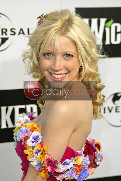 """Courtney Peldon<br /> at the LA Premiere of Universal's """"Wicked,"""" Pantages Theater, Hollywood, CA 06-22-05<br /> David Edwards/DailyCeleb.Com 818-249-4998"""