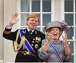 Netherlands, 21-09-2010, DEN HAAG, Prinsjesdag  Balkon scene. Koningin Beatrix en Prins Willem Alexander lachen om een paar ballonnen die langskomen.  foto Michael Kooren/HH