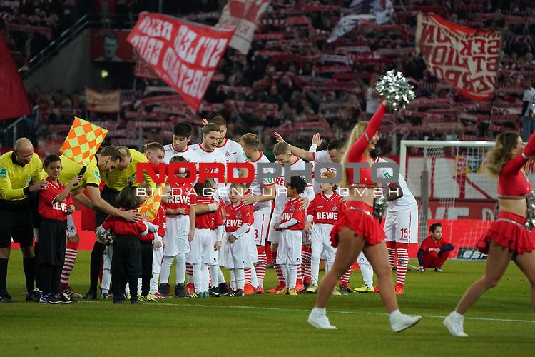 08.02.2019, RheinEnergieStadion, Koeln, GER, 2. FBL, 1.FC Koeln vs. FC St. Pauli,<br />  <br /> DFL regulations prohibit any use of photographs as image sequences and/or quasi-video<br /> <br /> im Bild / picture shows: <br /> der FC mit den Einlaufkindern<br /> <br /> Foto &copy; nordphoto / Meuter