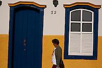 Pitangui_MG, Brasil...Fachada de casarao em Pitangui, Minas Gerais...The house facade in Pitangui, Minas Gerais...Foto: LEO DRUMOND / NITRO