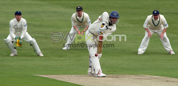 PICTURE BY VAUGHN RIDLEY/SWPIX.COM -  Cricket - Liverpool Victoria County Cricket Championship Division One - Yorkshire v Lancashire - Headingley, Leeds, England - 16/05/06...? Simon Wilkinson - 07811 267706...Lancashire's Ian Sutcliffe.