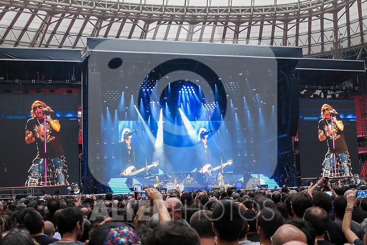 Axl Rose sur scene les Guns N' Roses en concert le 30 mai 2017 au stade San Mames de la ville de Bilbao San Mames Zelaia au Pays Basque Espagnol.<br /> <br /> Euskal Herria, Euskal Herri, Pays Basque Espagnol, Espagne.