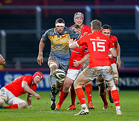 29th February 2020; Thomond Park, Limerick, Munster, Ireland; Guinness Pro 14 Rugby, Munster versus Scarlets; Aaron Shingler of Scarlets chips the ball forward