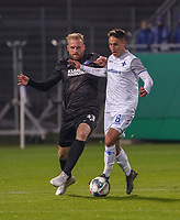 Fabian Schnellhardt (SV Darmstadt 98) gegen Philipp Hofmann (Karlsruher SC) - 29.10.2019: SV Darmstadt 98 vs. Karlsruher SC, Stadion am Boellenfalltor, 2. Runde DFB-Pokal<br /> DISCLAIMER: <br /> DFL regulations prohibit any use of photographs as image sequences and/or quasi-video.