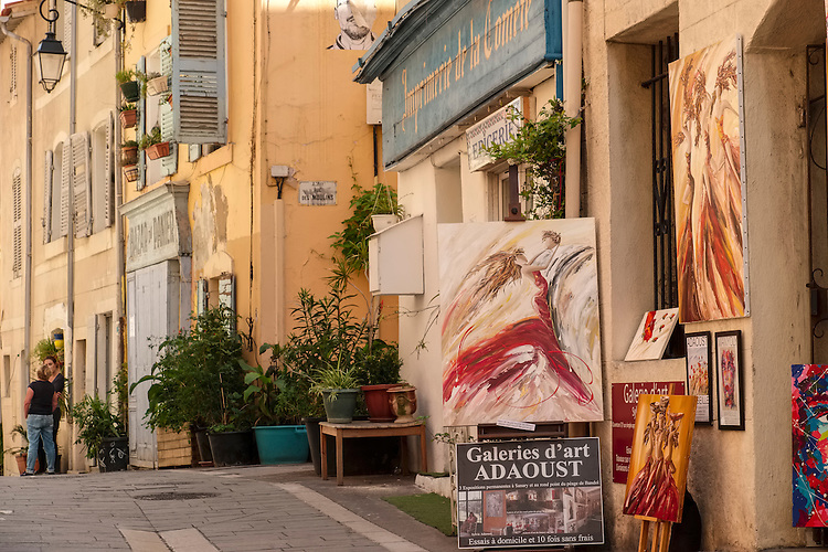 Once a working class neighborhood, Le Panier now hosts local artisan boutiques, gourmet food shops, and art galleries.
