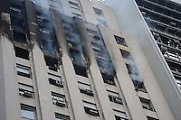 RIO DE JANEIRO-10/06/2012-INCENDIO NO CENTRO DO RIO- Incendio em predio comercial destroi tres andares de um escritorio de advocacia, na Avenida Rio Branco, Centro do Rio.Foto:Marcelo Fonseca-Brazil Photo Press
