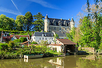 Indre-et-Loire (37), Montr&eacute;sor, class&eacute; Les Plus Beaux Villages de France, maisons et le ch&acirc;teau le long de l'Indrois // Indre et Loire, Montresor, labelled Les Plus Beaux Villages de France (The Most beautiful<br /> Villages of France), houses and castle along Indrois river