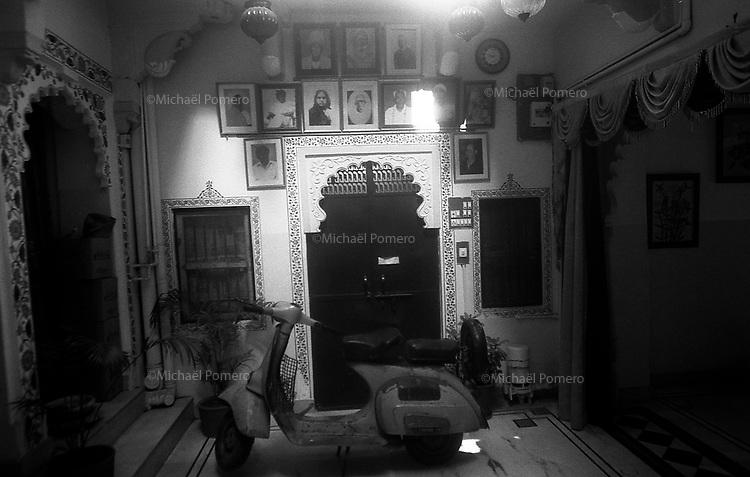 11.2010 Udaipur (Rajasthan)<br /> <br /> Inside the Nukkad guest house.<br /> <br /> Dans Nukkad guest house.