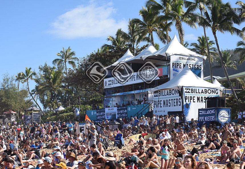 General view.<br /> 2017 Billabong Pipe Masters, Oahu, Hawaii, USA. World Surf League (WSL). Monday 18 December 2017. &copy; Copyright photo: Andrew Cornaga / www.photosport.nz
