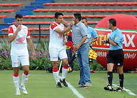 MEDELLIN -COLOMBIA-08-02-2014. Wilson Gutierrez director tecnico de Independiente Santa Fe felicita a Sergio Herrera por su gol contra Independiente Medellin. Wilson Gutierrez technical director of Independiente Santa Fe congratulates Sergio Herrera for his goal against Independiente MedellinAccion de juego entre los equipos del Independiente Medellin y el Independiente Santa Fe   partido por la cuarta fecha de La Liga Postobon1 jugado en el estadio Atanasio Girardot . Wilson Gutierrez coach of independiente Sanat Fe . Action game between teams Independiente  Medellin and Santa Fe game for the fourth round of La Liga Postobon1 played at Atanasio Girardot stadium: VizzorImage / Luis Rios / Stringer