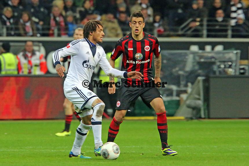 Jermaine Jones (Schalke) gegen Joselu (Eintracht) - Eintracht Frankfurt vs. FC Schalke 04, Commerzbank Arena