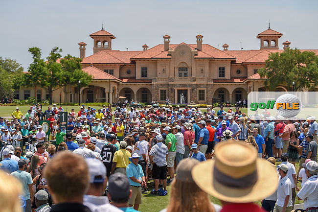 A huge gallery forms around the first tee awaiting the next group during round 1 of The Players Championship, TPC Sawgrass, at Ponte Vedra, Florida, USA. 5/10/2018.<br /> Picture: Golffile | Ken Murray<br /> <br /> <br /> All photo usage must carry mandatory copyright credit (&copy; Golffile | Ken Murray)