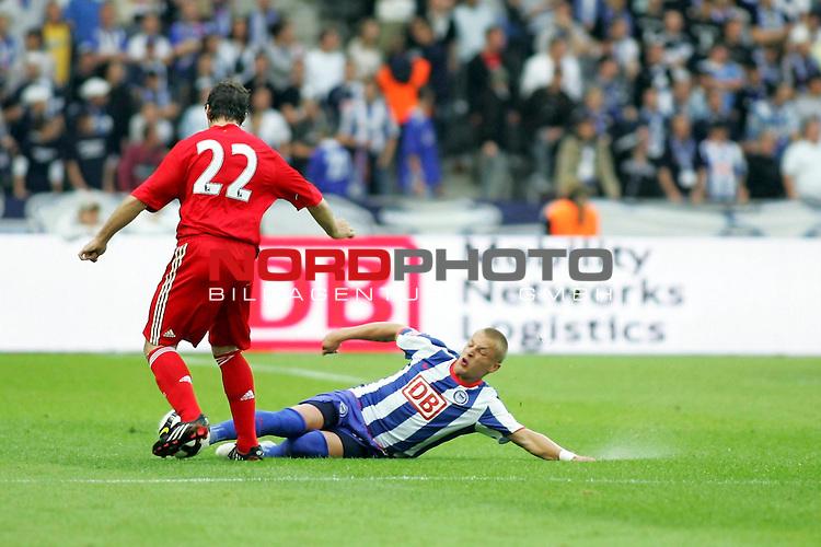 Freundschaftsspiel - Hertha BSC Berlin vs FC Liverpool<br /> <br /> Patrick Ebert (Berlin #20) und Emiliano Insua (Liverpool #22).<br /> <br /> Foto &copy; nph (  nordphoto  )