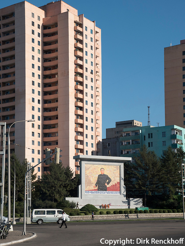 Wohnblocks in Pyongyang, Nordkorea, Asien<br /> block of flats, Pyongyang, North Korea, Asia