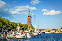 Skutor vid Norr Mälarstrand och Stadshuset i Stockholm