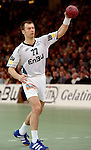 Handball Herren, 1.Bundesliga 2003/2004 Goeppingen (Germany) FrischAuf! Goeppingen - Wilhelmshavener HV (25:27) Siebenmeter, Aleksandar Knezevic (FAG) wirft, zieht ab.