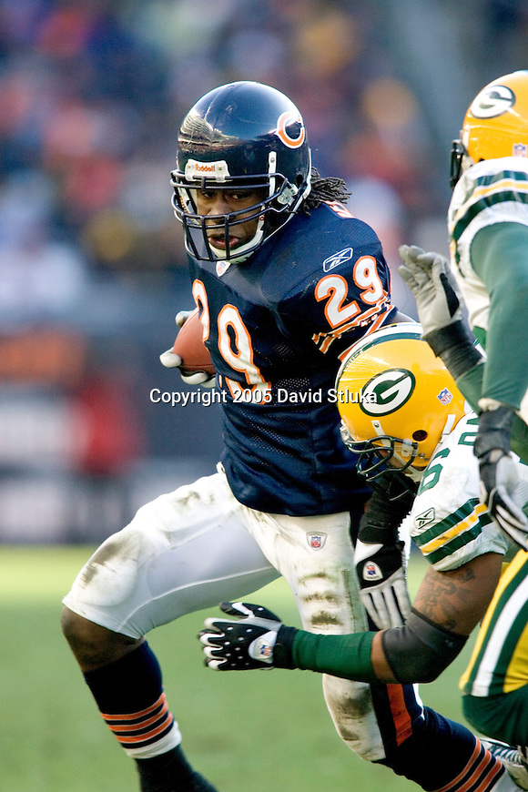 Running back Adrian Peterson #29 of the Chicago Bears carries the ball against the Green Bay Packers on December 4, 2005 at Soldier Field in Chicago, Illinois. The Bears defeated the Packers 19-7. (Photo by David Stluka)