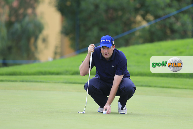 Anthony Wall (ENG) lines up his ball on the 8th green during Saturday's Round 3 of the Portugal Masters 2015 held at the Oceanico Victoria Golf Course, Vilamoura Algarve, Portugal. 15-18th October 2015.<br /> Picture: Eoin Clarke | Golffile<br /> <br /> <br /> <br /> All photos usage must carry mandatory copyright credit (&copy; Golffile | Eoin Clarke)
