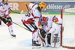 Bremerhavens ChadNehring (Nr.22)  sichert mit Bremerhavens Goalie TomasPoepperle (Nr.42)  den Puck beim Spiel in der DEL, Duesseldorfer EG (rot) - Fischtowns Pinguins Bremerhaven (weiss).<br /> <br /> Foto © PIX-Sportfotos *** Foto ist honorarpflichtig! *** Auf Anfrage in hoeherer Qualitaet/Aufloesung. Belegexemplar erbeten. Veroeffentlichung ausschliesslich fuer journalistisch-publizistische Zwecke. For editorial use only.