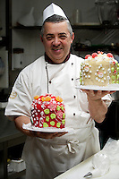 Chef Silvio with decorated Venetian sweet 'Faccace' (Panettone) at Rosa Salva (since 1870), in the San Marco and Castello districts of Venice, Italy
