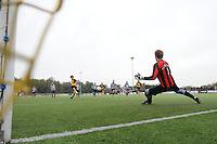 VOETBAL: GROU: Sportpark Meinga, 04-11-2012, GAVC - St. Annaparochie, Zondag 2e Klasse K, Einduitslag 1-1, Ruben van der Leij (#10 | St. Anna), Sander van Remmen (#9 | GAVC), ©foto Martin de Jong