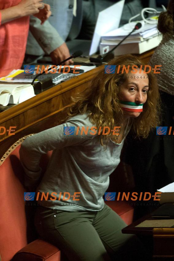 Paola Taverna con il bavaglio<br /> Roma 01-08-2014  Senato. Discussione sul DdL Riforme costituzionali che prevede anche la riforma del Senato. <br /> Photo Samantha Zucchi Insidefoto