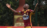 BOGOTA - COLOMBIA - 30-08-2015: Didier Delgado jugador del Deportes Tolima  celebra su gol contra el Cucuta Deportivo    durante partido  por la fecha 9 de la Liga Aguila II 2015 jugado en el estadio Metropolitano de Techo . / Didier Delgadoplayer of Deportes Tolima   fcelebrates his goal  against  of Cucuta Deportivo during a match for the ninth date of the Liga Aguila II 2015 played at Metropolitano  the Techo  stadium in Bogota  city. Photo: VizzorImage / Felipe Caicedo / Staff.