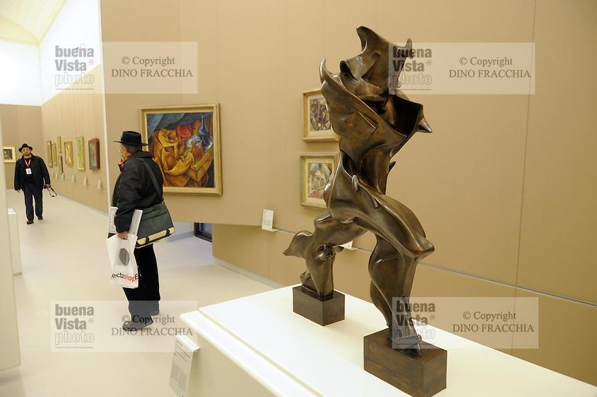 - Milano, il nuovo museo d'arte del 900 nel palazzo dell'Arengario in piazza del Duomo; scultura di Umberto Boccioni<br /> <br /> - Milan, the new arts museum of the 900 in the Arengario palace at Duomo square