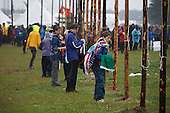 Scouts hauling the flags in the rain. Photo: Magnus Fröderberg/Scouterna
