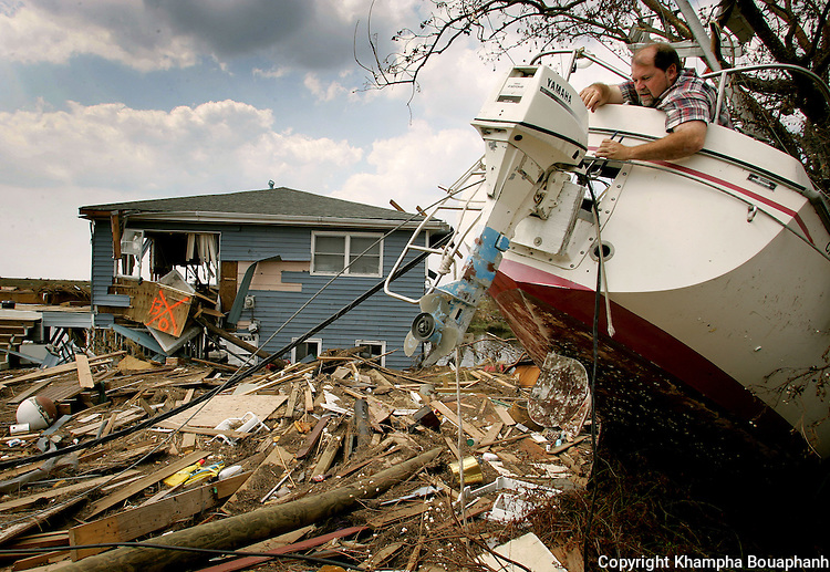 Mike Antoine tries to salvage the engine from his boat in Slidell in St. Tammany Parish in the aftermath of Hurricane Katrina on Friday, September 9, 2005.  (Photo by Khampha Bouaphanh)