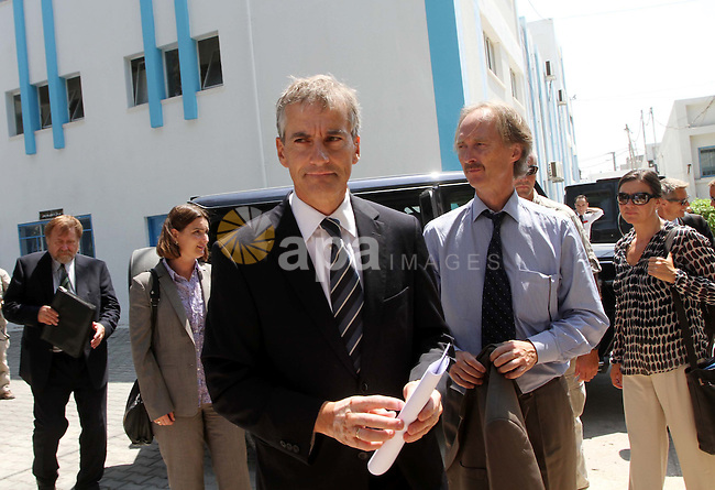 Norway's Foreign Minister Jonas Gahr Stoere walks before a news conference at the U.N. Relief and Works Agency (UNRWA) headquarters in Gaza  City August 16, 2010. The Palestinian Authority's budget is in the red and donors should make good on pledges to fill the gap, said Stoere, who chairs a donor group that backs the Palestinian government. Photo by Ashraf Amra