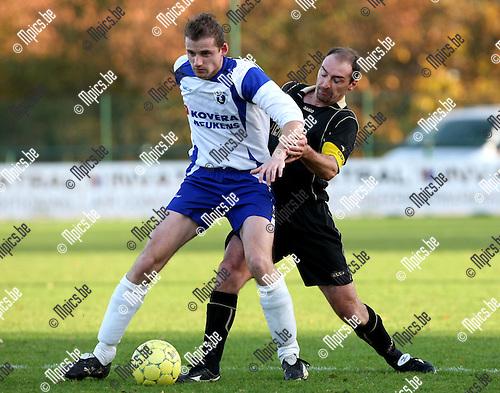 2009-11-15 / Voetbal / seizoen 2009-2010 / KSK Heist - Ternat / Jan Hendrickx (Heist) met Du Rang in de rug..foto: mpics
