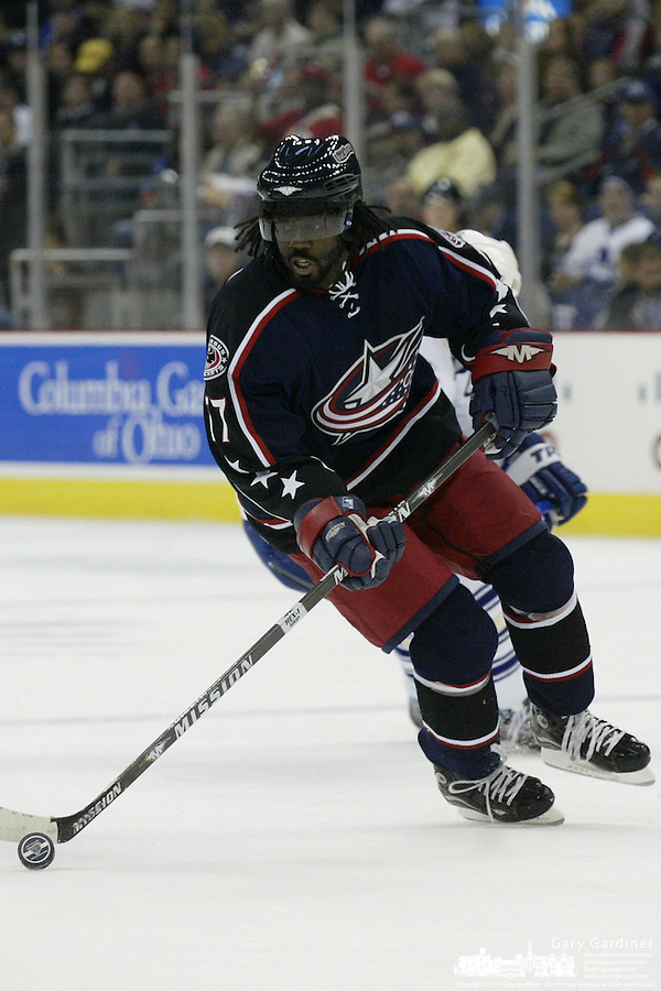 20 October 2006: Columbus Blue Jackets' Anson Carter plays against the Toronto Maple Leafs at Nationwide Arena in Columbus, Ohio.<br />
