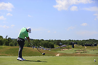 Rory McIlroy (NIR) tees off the 4th tee during Thursday's Round 1 of the 117th U.S. Open Championship 2017 held at Erin Hills, Erin, Wisconsin, USA. 15th June 2017.<br /> Picture: Eoin Clarke | Golffile<br /> <br /> <br /> All photos usage must carry mandatory copyright credit (&copy; Golffile | Eoin Clarke)