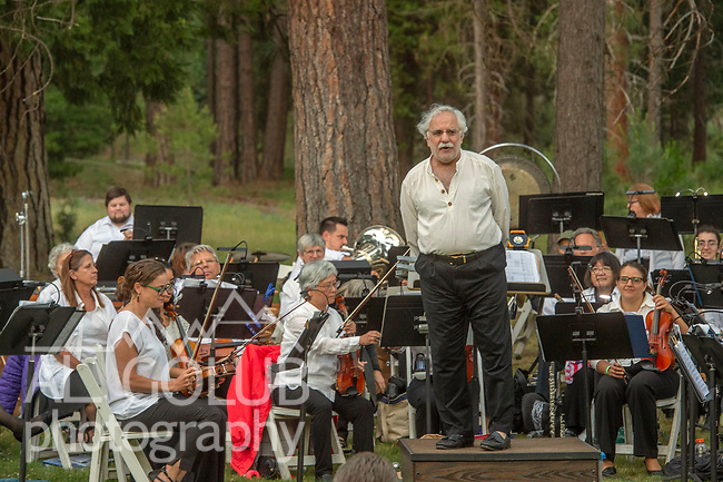 Mariposa Symphony Orchestra and Les Marsden play at Wawona Hotel