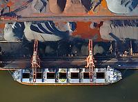 Hansaport im Hafen Hamburg: EUROPA, DEUTSCHLAND, HAMBURG, (EUROPE, GERMANY), 10.11.2013 Erz Verladung  im Hansaport Hamburg