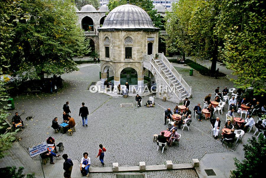 Café na praça em Istambul.Turquia. 1995. Foto de João Caldas