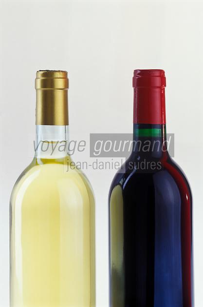 Viticulture générale: Bouteilles de Vin blanc et vin rouge
