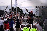 SÃO PAULO, SP, 14 DE MARÇO DE 2010 - SÃO PAULO INDY 300 - Na tarde desta domingo acontece em São Paulo a São Paulo Indy 300, etapa de abertura da temporada 2010 da IZOD IndyCar Series. Na foto Will Power comemora a vitória na etapa São Paulo Indy 300 nas ruas de São Paulo, passando pelo Sambódromo e Marginal do Tietê. (FOTO: WILLIAM VOLCOV / NEWS FREE).