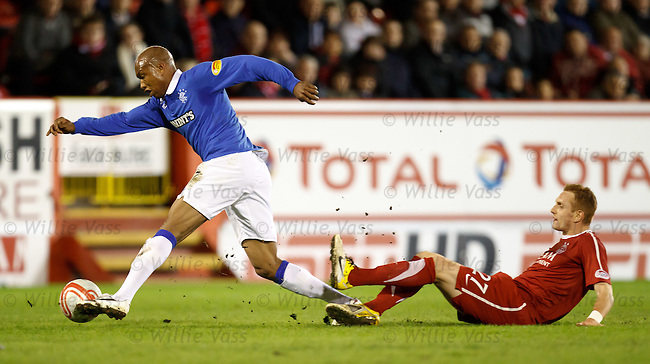 El Hadji Diouf evades the challenge of Robert Milsom