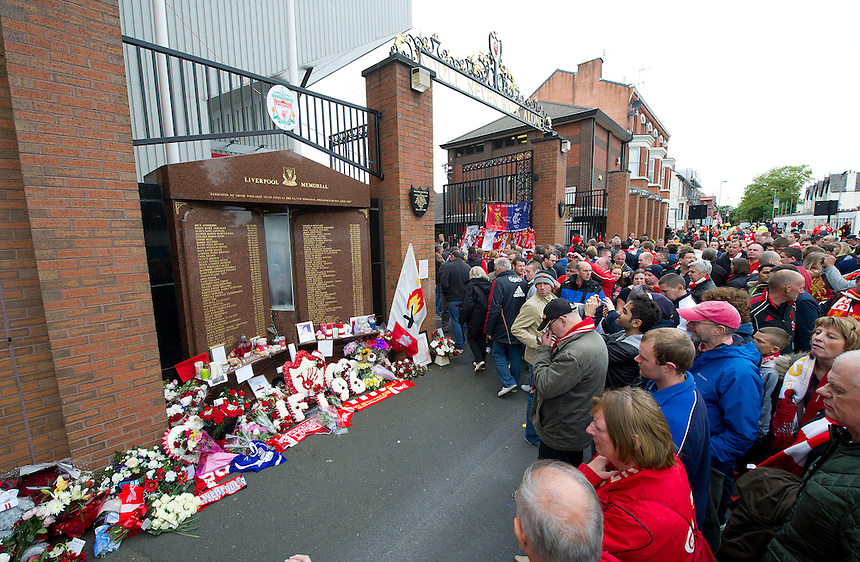 Fans pay tribute to the victims of the 1989 Hillsborough disaster at the Anfield memorial to the ninetysix fans who lost their lives..Football - Barclays Premiership - Liverpool v Manchester United - Sunday 23rd September 2012 - Anfield - Liverpool..
